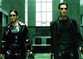 """Fotograma del filme """"The Matrix"""", con Keanu Reeves y Carrie-Anne Moss en los papeles protagónicos."""