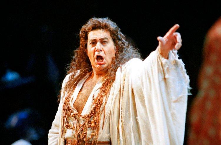 """En esta foto del 5 de noviembre de 1994, Plácido Domingo en una producción de """"Herodiade"""" de la Ópera de San Francisco, en San Francisco. (AP Foto/Dwayne Newton)"""
