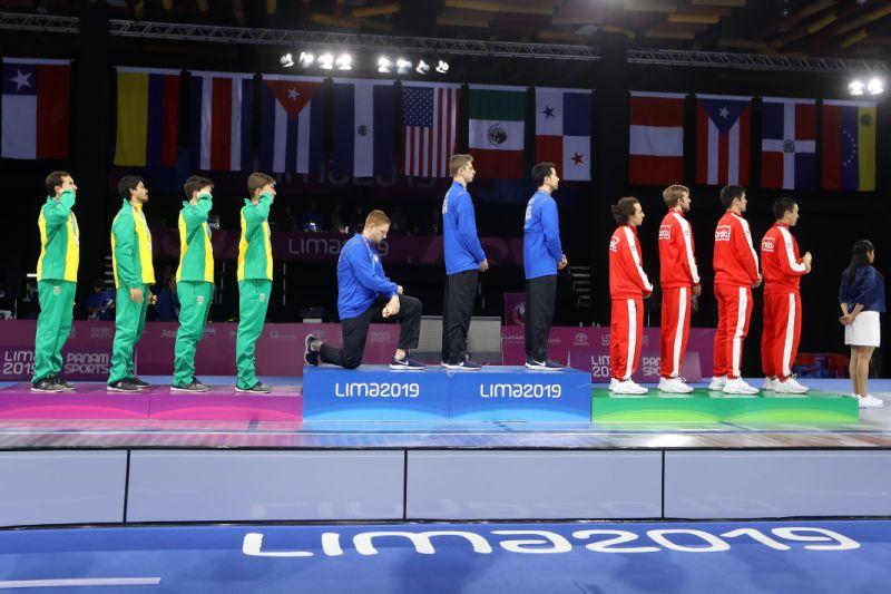 Deportista de EE.UU. se arrodilla durante premiación en Lima 2019
