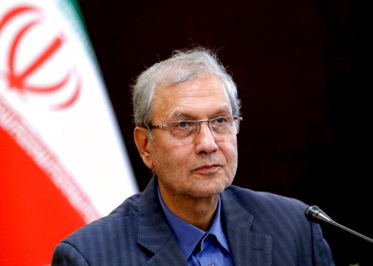 El portavoz del gobierno iraní Ali Rabiei en una conferencia de prensa en Teherán, Irán. Foto: Ebrahim Noroozi / AP.