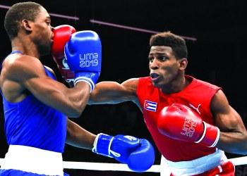 Como en los Panamericanos de Lima, el cubano Andy Cruz (der) volvió a derrotar al estadounidense Keyshaw Davis en la final del Mundial de Ekaterimburgo, Rusia. Foto: EFE / Archivo.