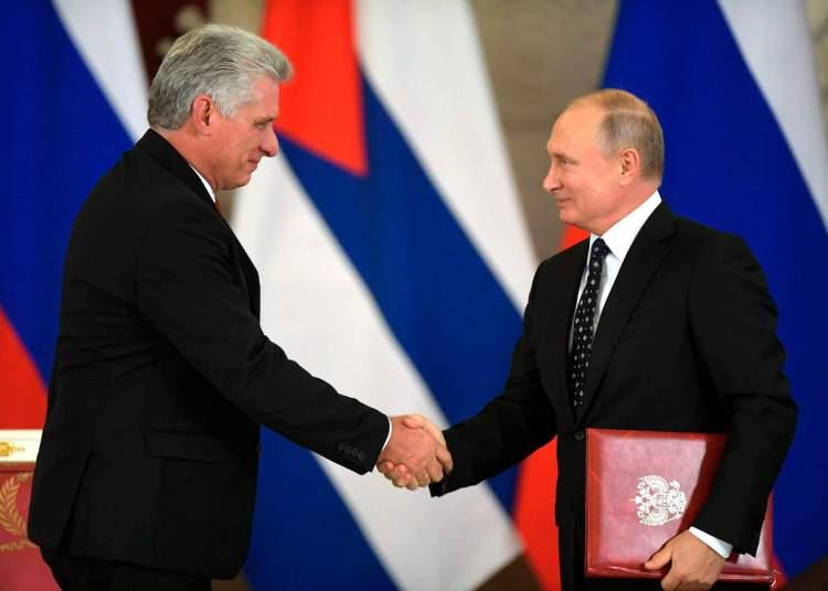 Los presidentes de Cuba y Rusia durante la visita de Miguel Díaz-Canel a ese país en noviembre de 2018. Foto: AP.