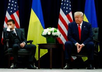 El presidente de Estados Unidos, Donald Trump, durante una reunión con el presidente de Ucrania, Volodymyr Zelenskiy, en el hotel InterContinental Barclay de Nueva York, en un aparte de la Asamblea General de Naciones Unidas, el miércoles 25 de septiembre de 2019 en Nueva York. Foto: Evan Vucci/AP.