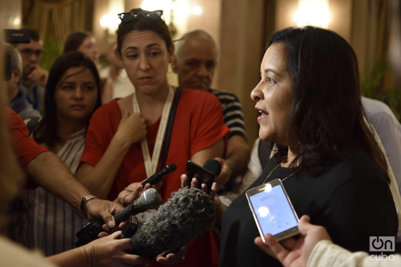 Mayra Arevich, presidenta de ETECSA, habla con la prensa en el Hotel Nacional de Cuba el 4 de septiembre de 2019. Foto: Otmaro Rodríguez.