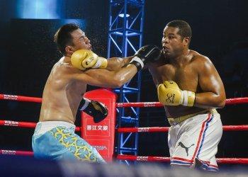 El superpesado cubano José Ángel Larduet (der). Foto: worldseriesboxing.com