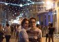 Las personas colmaron la habanera calle Galiano, para ver las luces donadas por la ciudad italiana de Turín. Foto: Otmaro Rodríguez.