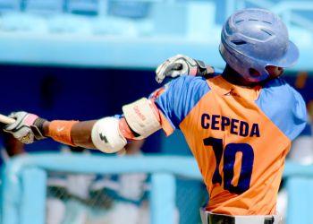 Geiser Cepeda fue sorprendido en un intento de salida ilegal del país y causará baja del sistema beisbolero cubano. Foto: Gabriel García.