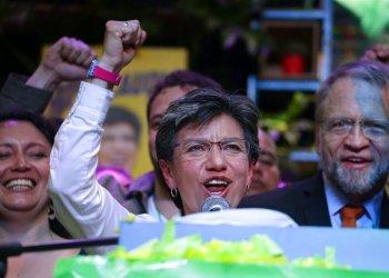 Claudia López de la Alianza Verde festeja su victoria electoral como alcaldesa de Bogotá, Colombia, el domingo 27 de octubre de 2019. (AP Foto/Iván Valencia)