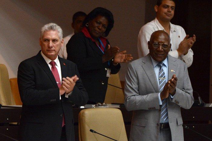 Miguel Díaz-Canel (izq) y Salvador Valdés Mesa (der), fueron ratificados como Presidente y Vicepresidente de Cuba por la Asamblea Nacional, el 10 de octubre de 2019. Foto: ACN.