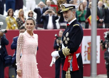 El Rey Felipe VI, junto a la Reina Letizia en el desfile del Día del la Fiesta Nacional en Madrid, el 12 de octubre de 2019. Foto: Ballesteros / EFE.