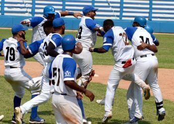 Los Leones lograron el pase a la segunda ronda tras vapulear a los Alazanes. Foto: Gabriel García.