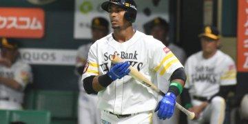 El cubano Yurisbel Gracial, de los Halcones de SoftBank de la liga japonesa. Foto: Yuhki Ohboshi / Juventud Rebelde / Archivo.