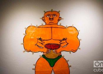 """Obra de Misleidys Castillo en la exposicion """"Habana Brut"""" inaugurada en la Alianza Francesa en el Paseo del Prado, La Habana, 8 de octubre 2019. Foto: Otmaro Rodríguez."""