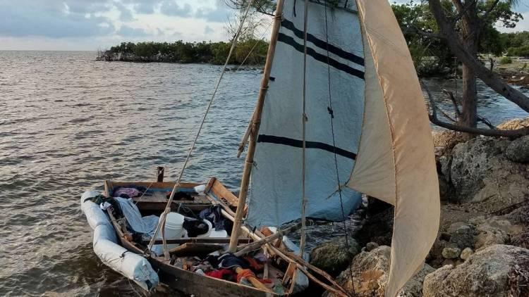 Balsa de migrantes cubanos encontrada en los Cayos de Florida el 7 de noviembre de 2019. Foto: Oficina de Aduanas y Protección Fronteriza de Estados Unidos / el Nuevo Herald.