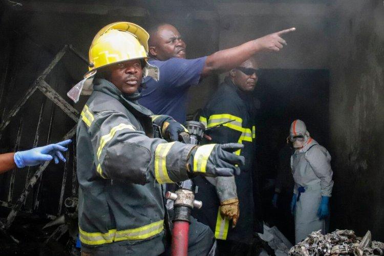 La escena tras estrellarse el avión en  Goma, Congo, el 24 de noviembre del 2019. (AP Photo/Justin Kabumba)