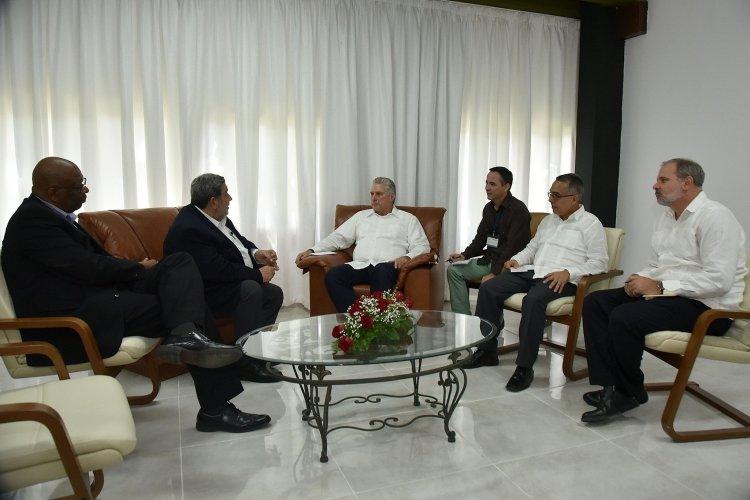 Presidente cubano Miguel Díaz-Canel recibió este domingo al primer ministro de San Vicente y las Granadinas, Ralph Gonsalves. Foto: @PresidenciaCuba