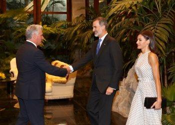Presidente cubano Miguel Díaz-Canel recibe a los reyes de España Felipe VI y Letizia. Foto: twitter.com/CasaReal