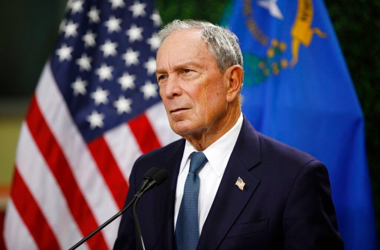 El ex alcalde de Nueva York, Michael Bloomberg en conferencia de prensa en Las Vegas, el 26 de febrero del 2019.  (AP Foto/John Locher)