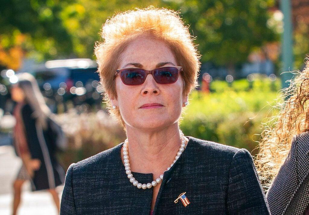 En esta foto de archivo del 11 de octubre de 2019, la exembajadora de Estados Unidos en Ucrania, Marie Yovanovitch, llega al Capitolio en Washington. Foto: AP/J. Scott Applewhite / Archivo.