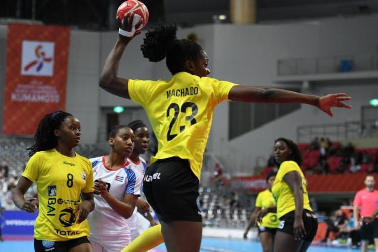 Las cubanas no pudieron detener la ofensiva de Angola y recibieron 40 goles en el último juego de la fase de grupos del Mundial femenino de balonmano, con sede en la ciudad japonesa de Kumamoto. Foto: www.ihf.info