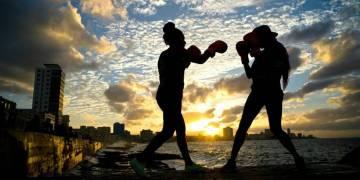 El boxeo femenino cubano espera tener un horizonte más prometedor tras varios años en el ostracismo. Foto: Ramón Espinosa / AP.