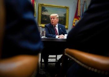 Donald Trump habla durante una breve mesa redonda de negocios en la Casa Blanca, el viernes 6 de diciembre de 2019, en Washington. (AP Foto/ Evan Vucci)