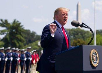 En esta fotografía de archivo del 25 de julio de 2019, el presidente Donald Trump pronuncia un discurso durante una ceremonia por la llegada del nuevo secretario de Defensa, Mark Esper, en el Pentágono. Foto: AP/Alex Brandon/Archivo
