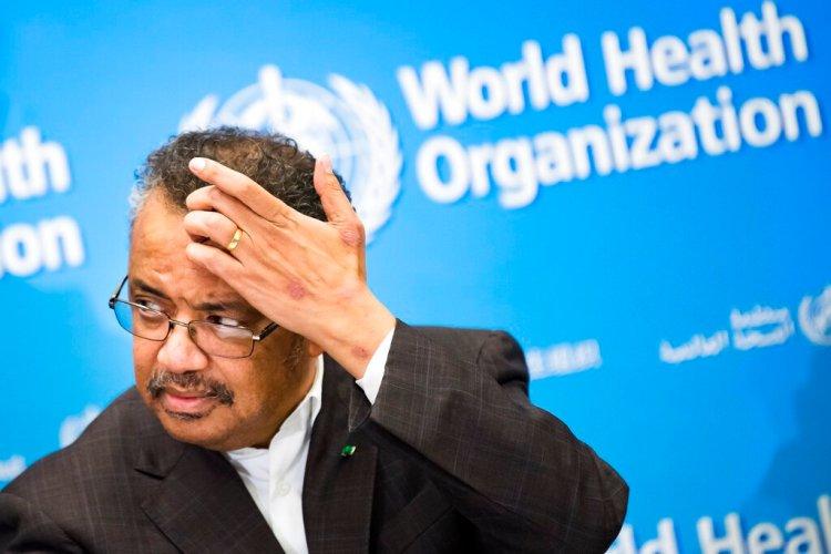 Tedros Adhanom Ghebreyesus, director general de la Organización Mundial de la Salud, habla con los medios durante una conferencia de prensa en la sede de la agencia en Ginebra, Suiza, el jueves 30 de enero de 2020. Foto: Jean-Christophe Bott/Keystone vía AP