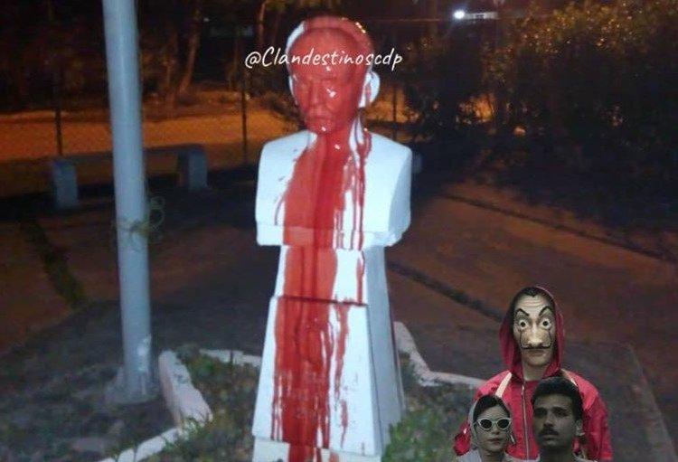 """Imagen sin ubicación de busto de Martí vandalizado. Fue publicada en una página de Facebook llamada """"Clandestinos""""."""