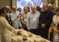 Autoridades cubanas visitan la exposición de productos orgánicos artesanales elaborados por productores independientes durante el Taller Culinario Internacional Cuba Sabe 2020. Foto: Otmaro Rodríguez.