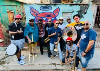 The Soul Rebels con Cimafunk en La Habana. Foto: @thesoulrebels/FB.