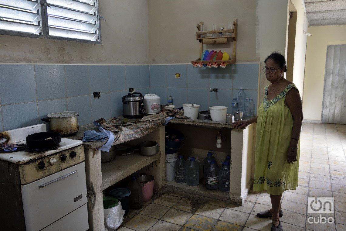 Edna Arroyo, en su casa reconstruida en el municipio de 10 de Octubre, a un año del paso por La Habana del tornado de enero de 2019. Foto: Otmaro Rodríguez.
