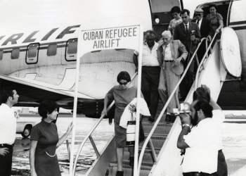"""""""Vuelos de la Libertad"""". 1970. Foto: Esteban Martin, Biblioteca de la Universidad de Miami."""