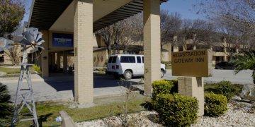Edificios de la base militar de San Antonio-Lackland, Texas. El Departamento de Defensa dio alojamiento a personas evacuadas de China y llevadas a Estados Unidos debido al coronavirus.  Foto: Todd Holly de la Fuerza Aérea de EEUU, vía AP.