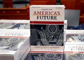 Foto tomada en Washington el 10 de febrero del 2021 de la propuesta de presupuesto formulada por el presidente Donald Trump.Foto: J. Scott Applewhite / AP.