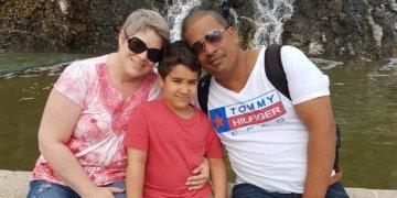 La canadiense Laura Silver, junto a su esposo, el cubano Carlos González, y su hijo Tito en 2017 en La Habana. Foto: cbc.ca