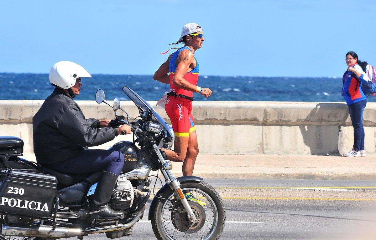 Fotografía de archivo de una edición anterior del Triatlón de La Habana. Foto: Gabriel García.