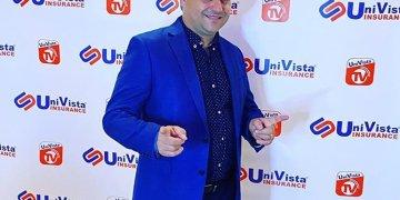 """El humorista cubano Andy Vázquez, quien interpretaba el personaje de Facundo Correcto en el programa televisivo """"Vivir del Cuento"""", posa para una foto en Estados Unidos. Foto: Perfil de Facebook de Andy Vázquez."""