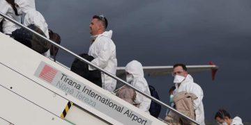 Doctores albaneses volaron desde Tirana hasta la vecina Italia. Foto: LSA.