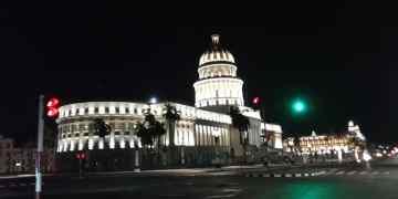Esta zona de La Habana completamente vacía en la noche. Una imagen poco común.  Foto: Juan Carlos Petrirena.