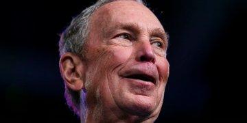 Mike Bloomberg durante un evento en el Centro de Convenciones Palm Beach County,, Florida, el 3 de marzo de 2020. Abandonó la contienda y dio su respaldo a Joe Biden hoy miércoles 4 de marzo. Foto: Matias J. Ocner/AP.