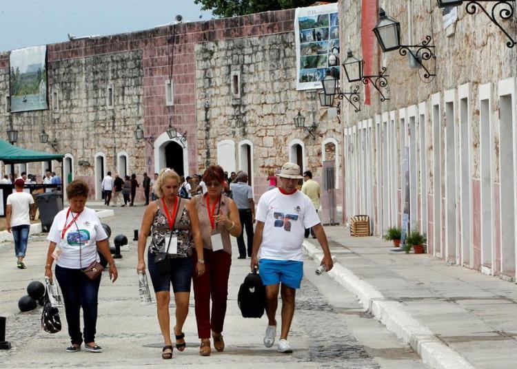 FitCuba es el mayor espacio expositivo y promocional de la industria del ocio en la isla, al que concurren empresarios, representantes de agencias de viajes, turoperadores, líneas aéreas, proveedores y otras empresas relacionadas con el turismo. Foto: EFE/Ernesto Mastrascusa/Archivo