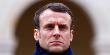 El presidente francés Emmanuel Macron durante una ceremonia en honor al periodista Jean Daniel. Foto: Christian Hartmann/Pool vía AP.