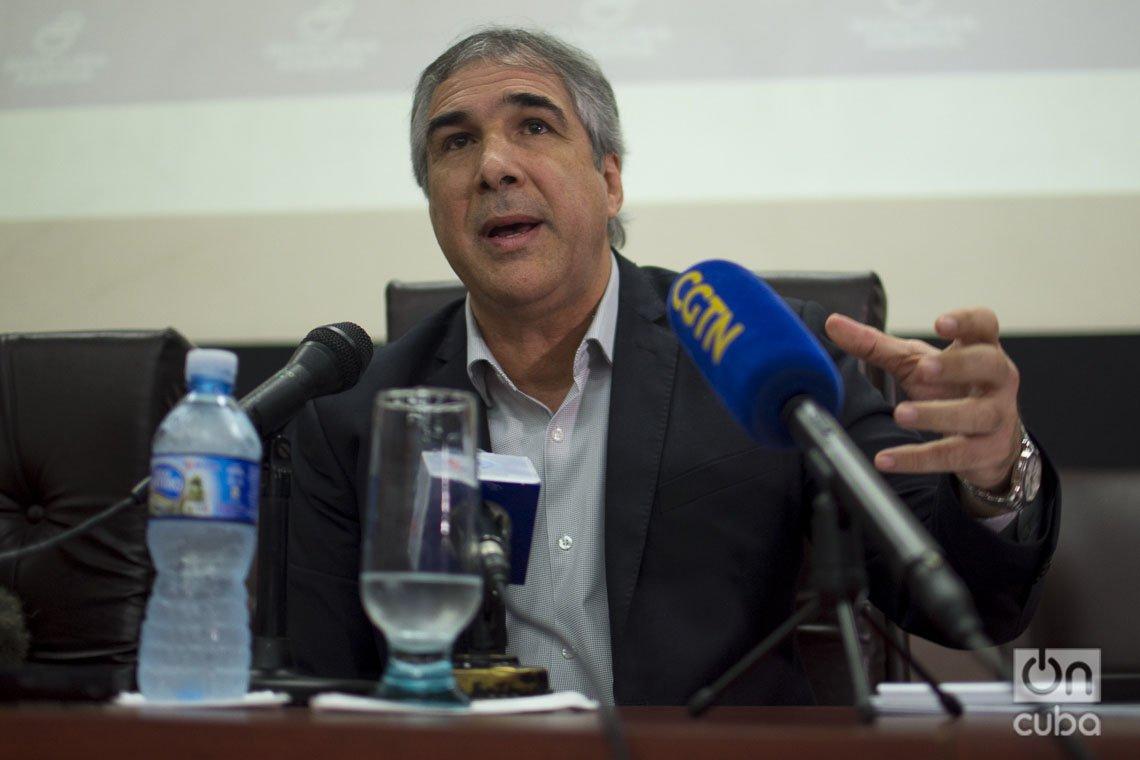 Eduardo Martínez, presidente del Grupo Empresarial BioCubaFarma, en conferencia de prensa, el 13 de marzo de 2020. Foto: Otmaro Rodríguez.