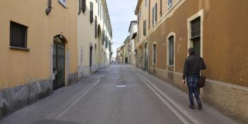 Calles desiertas después del cierre de la región de Lombardía, norte de Italia. Foto: Andrea Fasani/EFE.