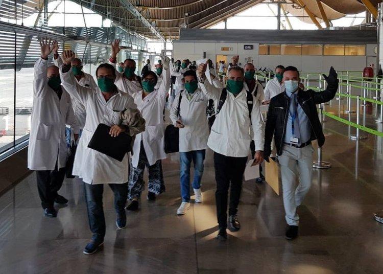 Una brigada compuesta por 39 profesionales de la salud cubanos llegó hoy a Madrid, para dirigirse a Andorra, donde apoyarán en el enfrentamiento a la pandemia de la Covid-19. Foto: @Gustavo Machín /Facebook