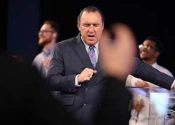 El pastor Rodney Howard-Browne. Foto: YouTube.