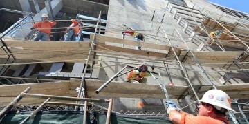 Constructores en Los Ángeles, Estados Unidos. Foto: Frederic J. Brown/AFP/Getty Images/Archivo.