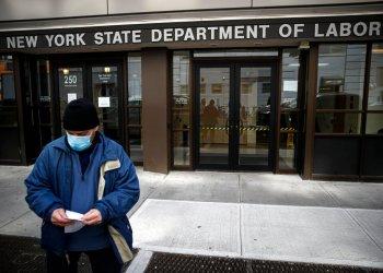 Una oficina de desempleo cerrada en Nueva York debido a las medidas de contingencia Foto: John Minchillo/AP.