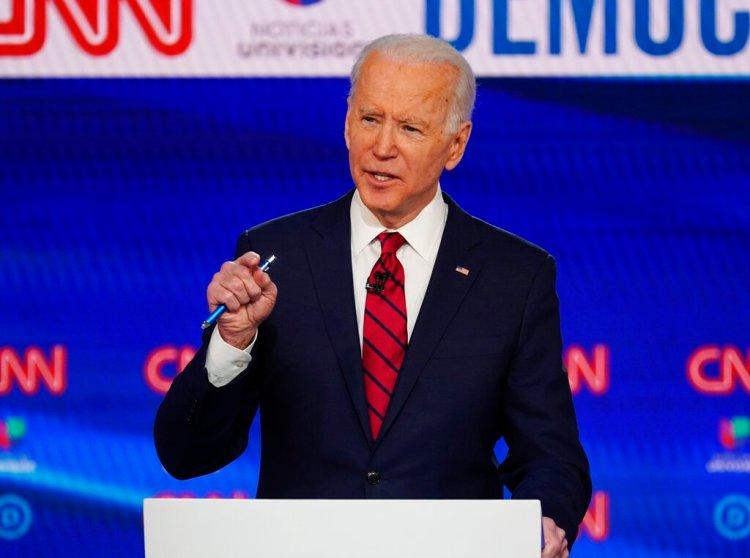 En esta imagen del 15 de marzo de 2020, el ex vicepresidente de Estados Unidos Joe Biden durante un debate de las primarias por la candidatura demócrata a la presidencia con el senador independiente de Vermont Bernie Sanders, organizado en los CNN Studios en Washington. (AP Foto/Evan Vucci)